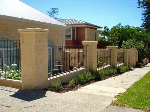 Flat Straight Bars Fence