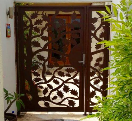maple-leaf-rustic-gate